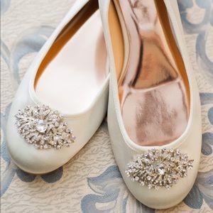 Badgley Mischka Bianca Ballet Flat in Ivory